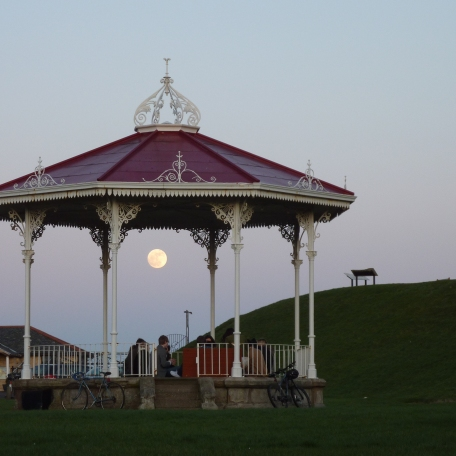 Pleine lune au kiosque